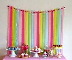 Easy crepe paper streamers: Attach ribbon between two Command Adhesive hooks. Tie strips of crepe paper to ribbon. Tape the end of each strip of crepe paper to the wall, just below the table height to keep in place {Glorious Treats} Crepe Paper Backdrop, Streamer Backdrop, Party Streamers, Crepe Streamers, Birthday Streamers, Diy Party Backdrop, Streamer Ideas, Diy Birthday Backdrop, Cheap Backdrop