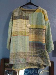 Loom Weaving, Hand Weaving, Womens Linen Clothing, Weaving Projects, Tear, Weaving Patterns, Handmade Clothes, Sweater Fashion, Textiles
