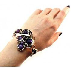 Attirez tous les regards ! Voyagez dans le monde des bijoux faits à la main ! Floral, Flowers, Jewelry, Handmade, Walking, Switzerland, Handicraft, Hands, Bijoux