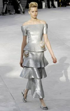 Chanel Spring, Silver Dress, Strapless Dress, Runway, Formal Dresses, Pictures, Fashion, Elegant, Gold