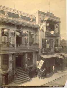 A circa 1890 photograph by I. Taber of a Taoist temple in San Francisco's Chinatown. San Francisco California, San Francisco Bay, Barbary Coast, San Francisco Earthquake, California History, Vintage California, Northern California, Old Photos, Valencia