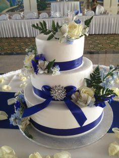 Calumet Bakery Royal Blue Ribbon With Brooch Wedding Cake
