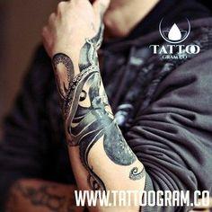 tattoogram-tattooed-people-taetowierte-leute40.jpg Mehr Bilder auf www.tattoogram.co #tattoo #tattoos #tat #ink #inked #Tattoogram #tattooed #tattoist #coverup #art #design #instaart #instagood #sleevetattoo #handtattoo #chesttattoo #photooftheday #tatted #instatattoo #bodyart #tatts #tats #amazingink #tattedup