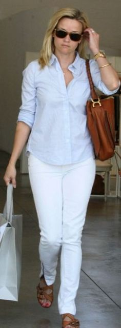 Reese Witherspoon love the summer white jeans and blue top