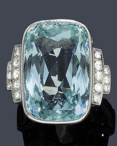 Art Deco anillo de platino, diamantes y aguamarina  c. 1935.