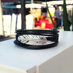 PLUME - Bracelet cuir, bracelet rock, bracelet chic, bracelet plume, bracelet noir, , bracelet fait main