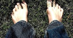 What makes feet stink... and 6 natural remedies to ease the odor.