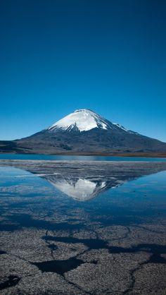 Nevado Sajama Volcano. Nevado Sajama es un volcán inactivo . Se encuentra en uno de los parques nacionales de Bolivia , es el pico más alto.