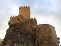 Os invitamos a pasear por los restos del  Castillo de Zuheros.  #historia #turismo  http://www.rutasconhistoria.es/loc/castillo-de-zuheros