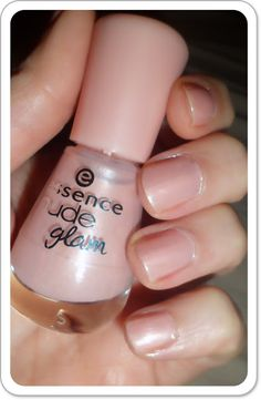 Essence Nude Glam in 02 Iced Strawberry Cream € Neutral Colors, Nail Colors, Colours, Strawberries And Cream, Fashion Beauty, Strawberry, Nail Polish, Nude, Nails