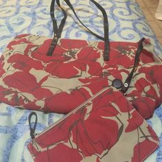 Nine West Floral Tote Has attached zippered pouch. Magnetic closure. Non smoking home. Nine West Bags Totes