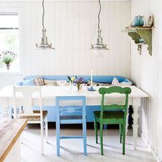 Nice colour scheme & blend of furniture