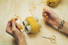 2-incredible-ways-to-make-yarn-pom-poms21