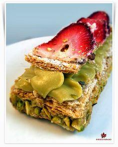"""""""Eccomi alle prese con la nuova """" Re-cake """" di marzo:  millefoglie alla mousse di pistacchio e fragole. Per una volta ho seguito la ricett..."""