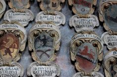 """Wappen alten Universität Bologna - """"Fünf Dinge über Bologna"""" by @Susi Maier"""