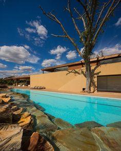 Bellissima piscina dal design moderno n.18