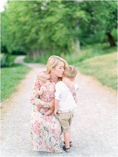 Family Photo Shoot – General color schemes and what to wear Children Photography, Family Photography, Photography Ideas, Outdoor Newborn Photography, Photography Business, Lifestyle Photography, Portrait Photography, Newborn Pictures, Baby Pictures