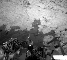 NASA's Curiosity rover has found evidence of lakes and streams on a warmer, wetter, habitable Mars. Mars Science Laboratory, Curiosity Rover, Electron Microscope, Education Humor, Science Books, Space Exploration, Ny Times, Astronomy