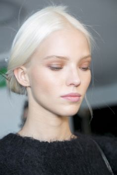 Fresh, pale and soft runway makeup