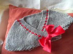 toquilla para niña Baby Knitting, Crochet Baby, Knit Crochet, Baby Cardigan, Crochet Stitches, Knitted Hats, Sweaters, Pattern, Clothes