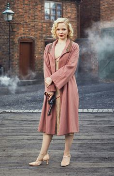 Peaky Blinders - Kate Phillips as Linda Shelby 💙 20s Fashion, Vintage Fashion, Womens Fashion, Cowgirl Fashion, Retro Fashion, Costume Peaky Blinders, Peaky Blinders Dress, Peaky Blinders Merchandise, Cillian Murphy