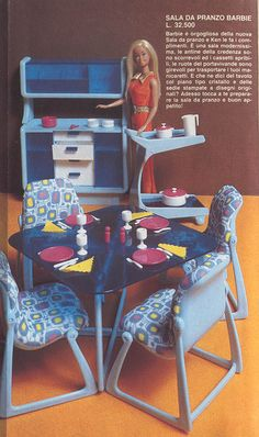 Barbie Dream Furniture Collection dining table, chairs and hutch ad in Spanish - I've never seen the serving cart that's shown in this photo before.