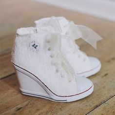 Found my wedding shoes! Since i want all my wedding party to wear converse these would be perfect for me! Converse Wedges, Converse Wedding Shoes, White Converse, Bride Shoes, Vans Shoes, Custom Converse, Bride Sneakers, Wedding Sneakers, Women's Converse