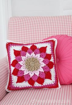 Crochet - Crocodile flower cushion - Free pattern by Crochet Home Decor, Crochet Crafts, Crochet Projects, Crochet Cushion Cover, Crochet Cushions, Crochet Pillow Patterns Free, Free Pattern, Flower Motif, Crocodile Stitch
