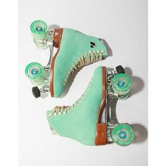 It's FRIDAY! Let's roll #loveisessentiel #friday #colors #rollerskates