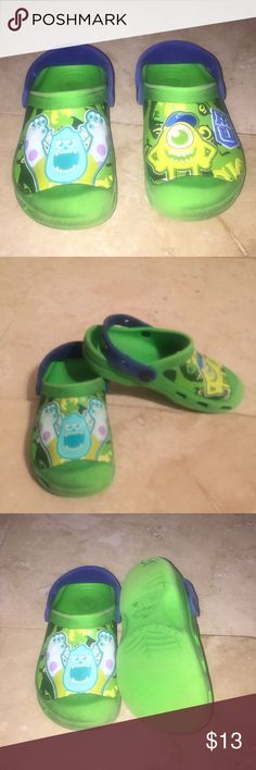 Toddlers Boys Crocs They have a straps and they also has some minor wear and discoloration, But still a great pair of shoes. CROCS Shoes Sandals & Flip Flops