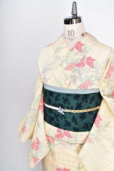 クリームイエローに夾竹桃のような花枝模様美しいサマーウール単着物 - アンティーク着物・リサイクル着物のオンラインショップ 姉妹屋 Japanese Clothing, Japanese Outfits, Japanese Kimono, Gift Box Design, Yukata, Kimono Fashion, Overwatch, Textiles, Womens Fashion