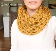Arm Knit a scarf in 30 minutes with Simply Maggie