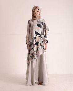 Pinterest @khairahscorner Moslem Fashion, Arab Fashion, Modest Fashion, Women's Fashion Dresses, Hijabi Gowns, Muslim Dress, Batik Dress, Islamic Clothing, Feminine Dress