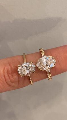 Shanel - It& like a floating diamond ring. Florina is thin, simple and a stone highlighter. Dream Engagement Rings, Bohemian Engagement Rings, Oval Gold Engagement Ring, Vintage Inspired Engagement Rings, Engagement Ring Settings, Ring Verlobung, Beautiful Rings, Wedding Rings, Wedding Band