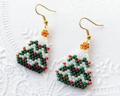Seed Bead Patterns, Beaded Jewelry Patterns, Beading Patterns, Christmas Tree Earrings, Beaded Christmas Ornaments, Diy Xmas Earrings, Xmas Tree, Bead Jewellery, Bead Earrings