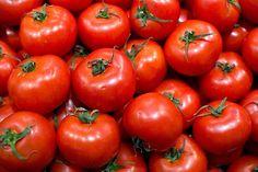 http://www.medciencia.com/comer-tomates-puede-prevenir-el-cancer-de-mama/