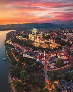 Today we get a beautiful Ariel view of the legendary city of Budapest! Tenerife, Marrakech, Cool Pictures, Cool Photos, Dubai, Hungary Travel, Destinations, Wonderful Picture, Travel Around The World