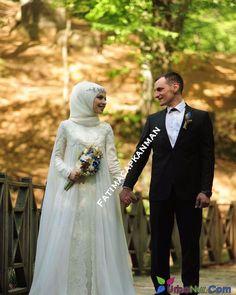 """2,716 Beğenme, 4 Yorum - Instagram'da Güzellik Ve Moda Evi (@dilamedkuafor): """" @busraer_ #gelinbasi #gelinsaci #gelin #gelinlik #tesettür #türban #hijab #hijabstyle…"""" Wedding Abaya, Muslimah Wedding Dress, Muslim Brides, Pakistani Wedding Dresses, Bridal Dresses, Wedding Gowns, Bridesmaid Dresses, Muslim Couples, Wedding Cakes"""
