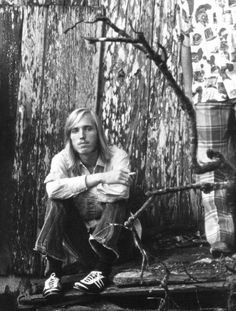 Tom Petty And The Heartbreakers ''Runaway Trains'' (+playlist) To be played when I leave this level, please. Kinds Of Music, Music Is Life, My Music, Rock Music, Tom Petty Lyrics, Losing Your Best Friend, King Bee, Runaway Train, Travelling Wilburys