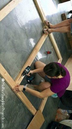 This is SO cool! How to make a pallet headboard. Easy pallet projects