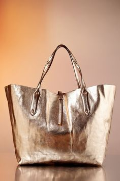 On the 3rd Day of Proper Giveaways Boston Proper gave to me…a Proper Metallic Tote! Like us on Facebook to enter now and you could be one of today's three lucky winners! (Be sure to come back every day for your chance to win a new gift!)