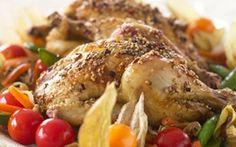 Kejserens nattergal Marinerede stegte poussiner serveret med lynstegte grønsager og ris.