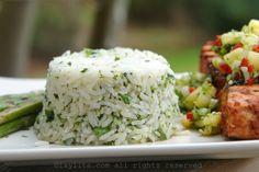 Una receta fácil y sencilla para preparar arroz con cilantro o culantro y limón.