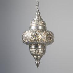 Lámpara colgante MARRAKESH plateada - Lámpara de estilo oriental antiguo de un diseño precioso. Parece un modelo auténtico de Marruecos gracias a los detalles y el acabado plateado. Es preciosa para instalar en un salón-comedor o en un pasillo.