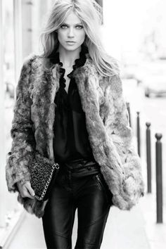 Love everything about this outfit...does it get cold enough here???...