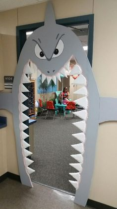 Toy Libraries: 50 Inspirations to Create a Playful Area in Your Home! Underwater Birthday, Underwater Theme, Under The Sea Decorations, Shark Decorations, Kids Crafts, Shark Party, Under The Sea Party, Sea Theme, Classroom Decor