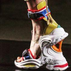Sportief heels! • • • #shoelovin #schoenen #demensenzijnschoen #peopleandtheirshoes #schuhe #shoegasm #onmyfeet #highheels #shoesoftheday… Crazy Heels, High Heel Boots, Heeled Boots, Shoe Boots, High Heels, Funky Shoes, Weird Shoes, Me Too Shoes, Shoe Art