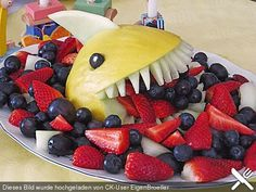 Melonen-Hai – Food And Drink Cute Food, Good Food, Fruit Creations, Food Art For Kids, Food Carving, Snacks Für Party, Food Decoration, Food Platters, Food Humor