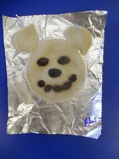 Bear biscuits with blueberries to eat with honey!