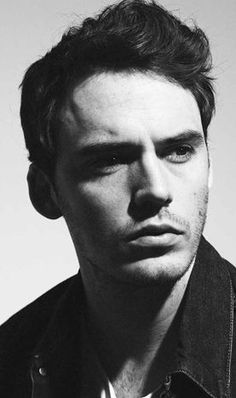 Welcome to the Hunger Games universe, Sam Claflin (Finnick)